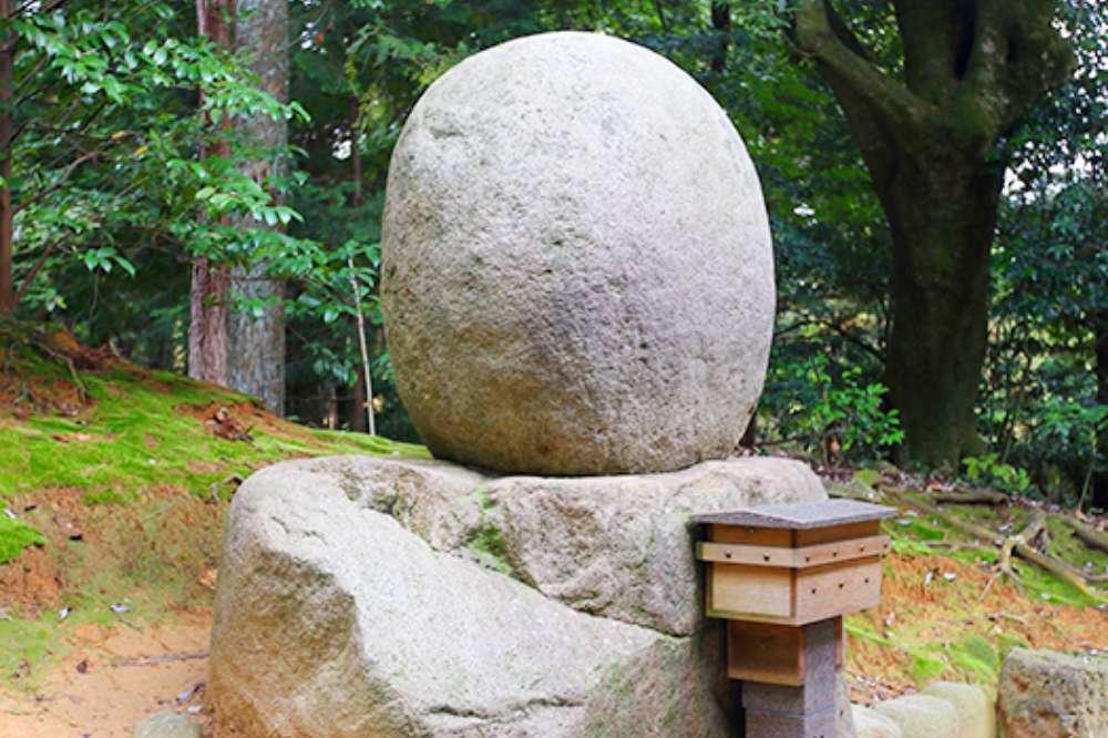 丸石「御神霊石」について